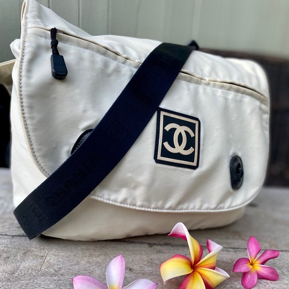 CHANEL Handbags - Authentic Chanel messenger Large Bag🧜🏼♀️